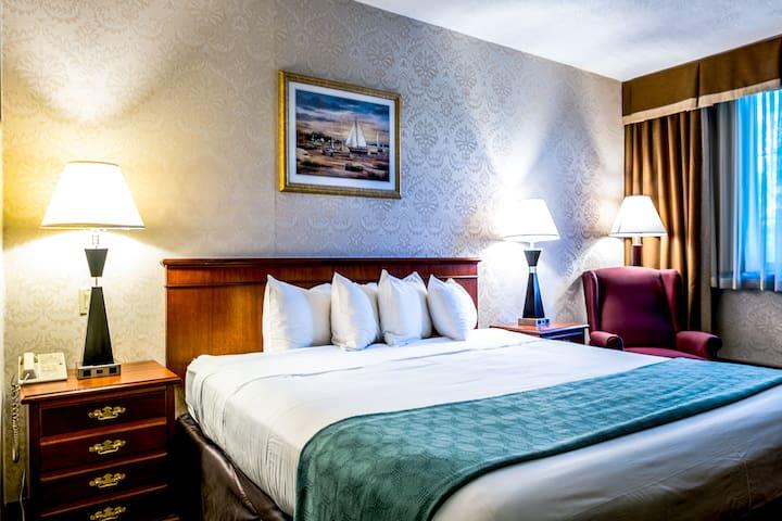 Spacious King-Bayside Hotel 25min to Manhattan