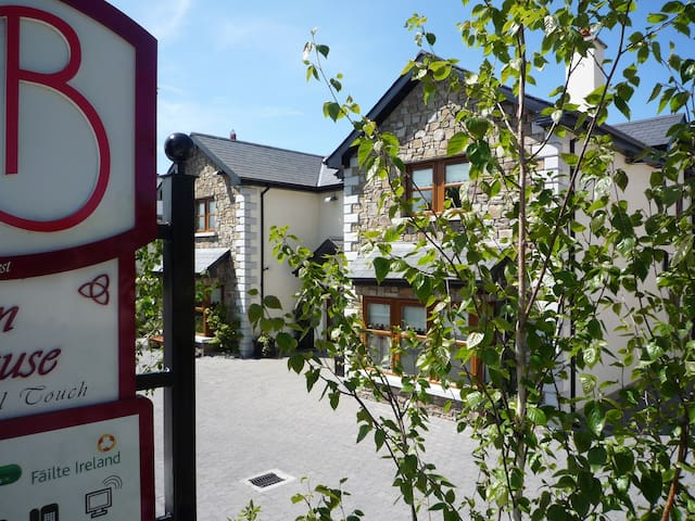 4 star B&B Triple Room inc Brekkie - Carlow, Ireland - Penzion (B&B)