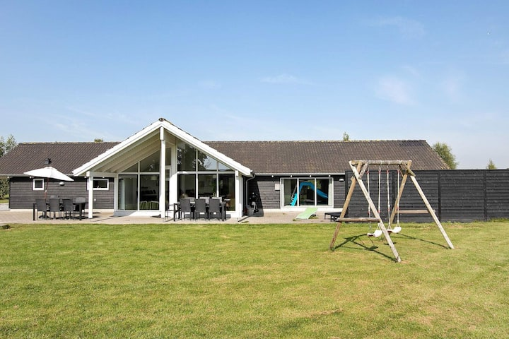 Warm Holiday Home in Vaeggerlose with Swimming Pool