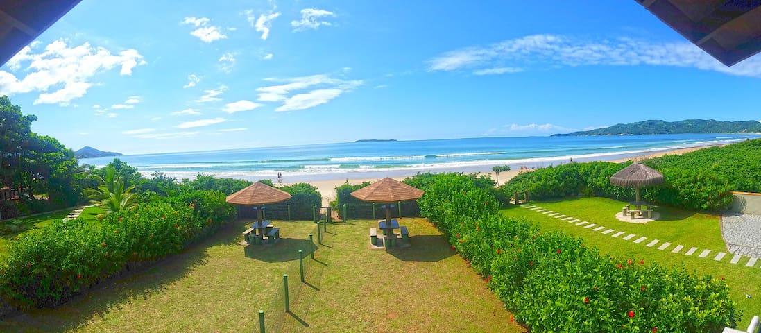 Linda Casa Beira Mar na Praia de Mariscal