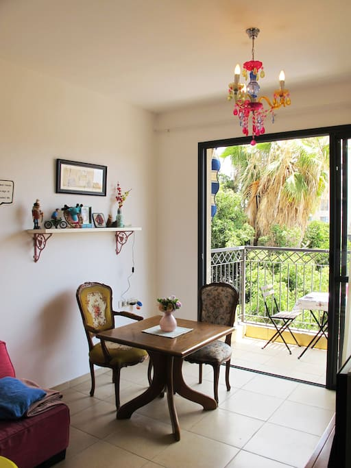 dining table + access to private balcony