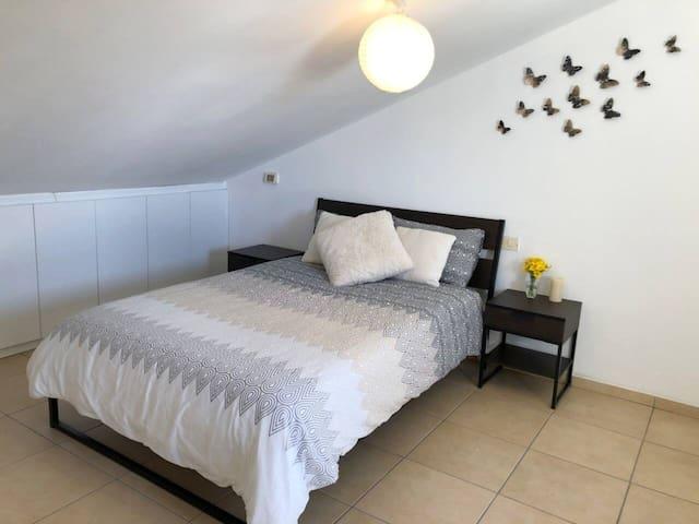 Bright, spacious Guest Suite with ensuite bathroom