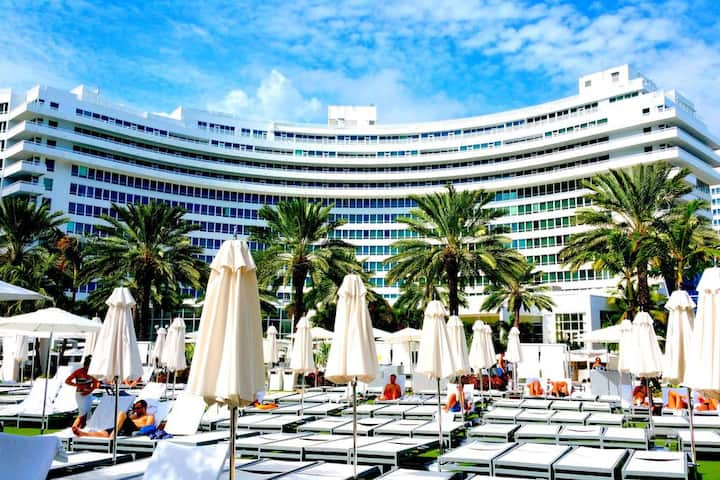 Fontainebleau Hotel 1 Bedroom Suite w/Balcony