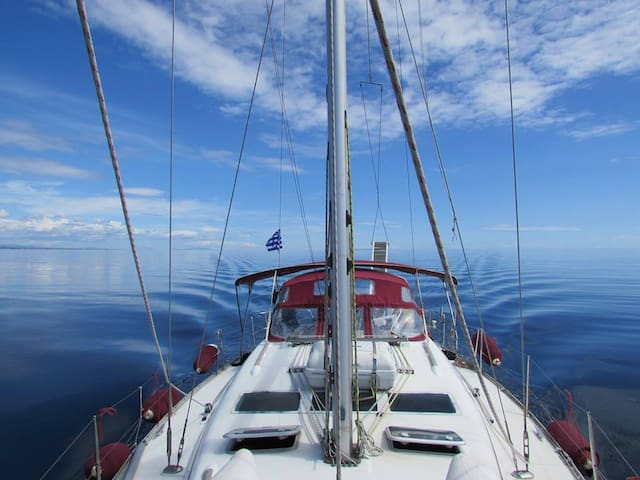 Stay & relax in sailing boat in Thessaloniki