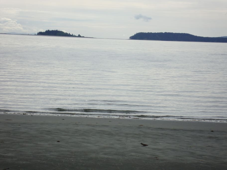 Ocean nearby for swimming, kayaking, beachcombing. Located two minutes from the cottage.