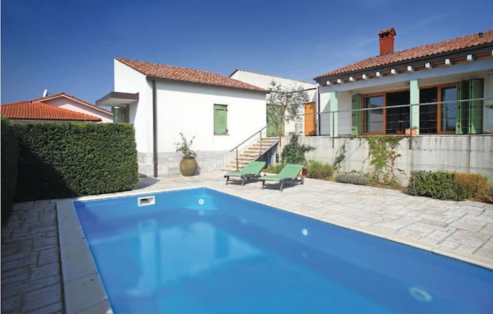 ★ Luxury Villa with a Swimming Pool and a view ★
