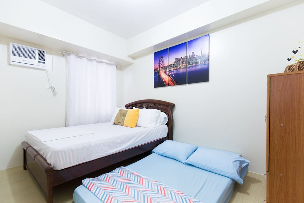 Queen bed + double floor mattress at the bedroom area for small/big groups