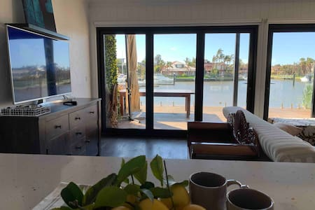 Paterson Lakes Waterfront Stay (entire home)