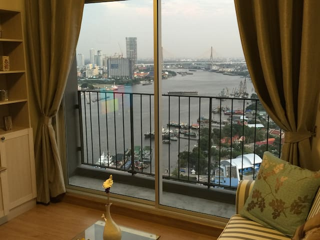 NEW STUNNING VIEW TOP FL,  1 Br. w PRIVATE  BATH