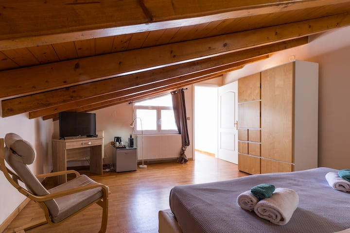 """""""Moraitis Mansion""""- Loft with a King Size Bed"""