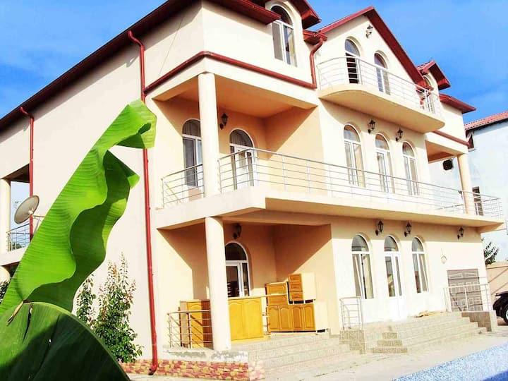 Загородный дом в г. Набран