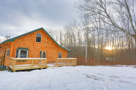 Log House /w Hot tub, Sauna, Bar, Mins to Hunter