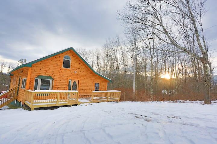 Log House /w Hot tub, Sauna, Bar, Mins to Hunter
