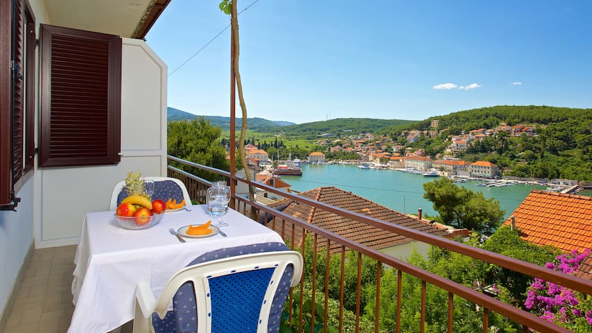 Studio apartment with Balcony and Sea View - Jelsa - Daire