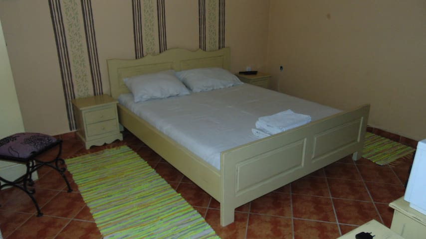 MILIN LAGUM - Double room with shared bathroom