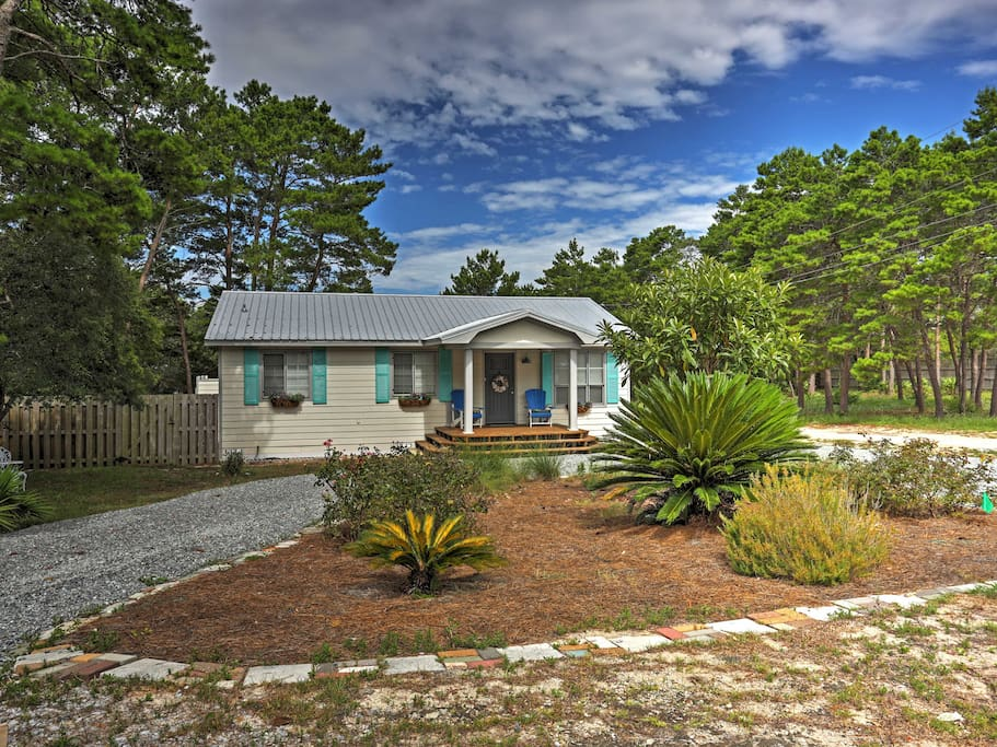 Experience all the pleasures of 'Penelope's by the Sea,' a wonderful vacation rental cottage in Inlet Beach!
