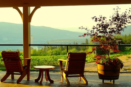 One of a kind, luxury Okanagan B&B  - Lake Country - Bed & Breakfast