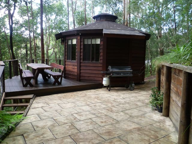 The Yurt - treetops retreat - Bulli