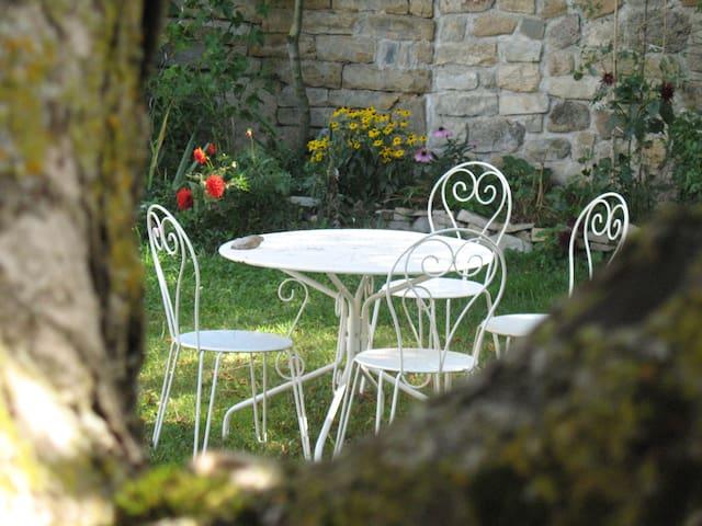 Maison simple et belle en Lozère - Saint-Étienne-du-Valdonnez - House