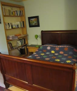 Cozy Cottage,Relax,Hike, Skiing, Shop,Arts! - Peterborough - Bungalou