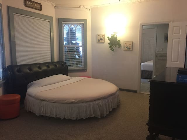 Comfort rooms mins from Atlantic City and ocean