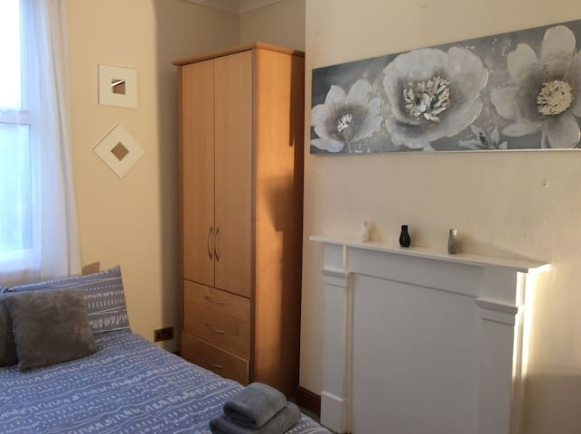 Nice double room near London Eye and Big Ben