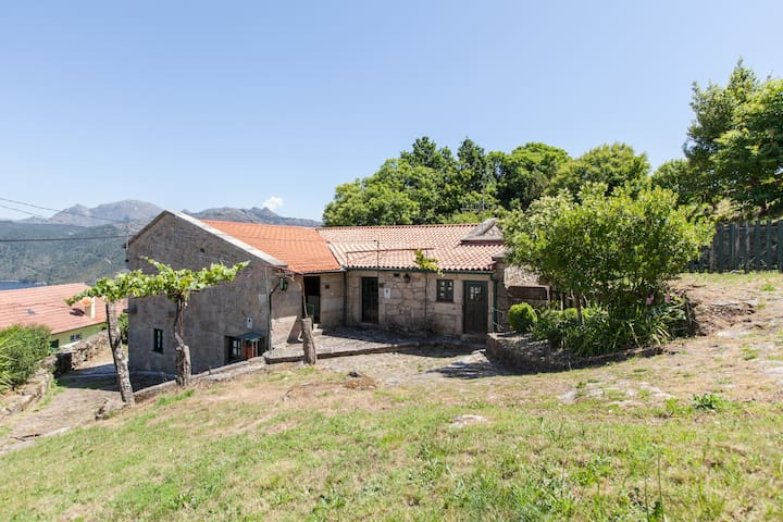 Traditional cottage in Peneda-Gerês - Ponte da Barca