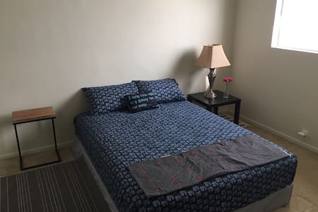 Private room 5 Minutes to Beach and LAX - Los Angeles