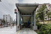 地铁站8号口出