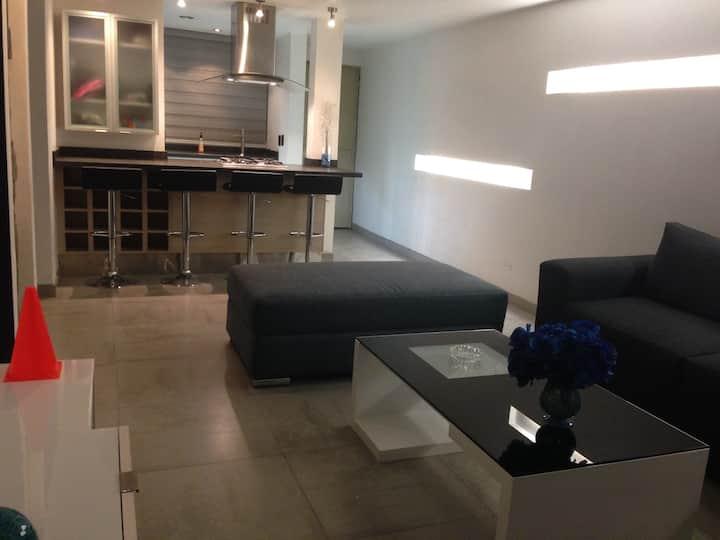 *Habitación en Depto muy cerca Plaza Galerías Guad
