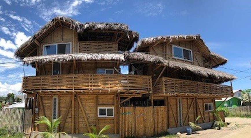 NEW Bamboo Beach House #2, in town w/ luxury &view