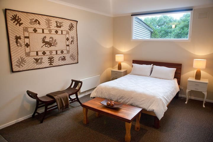 Cosy Retreat near Lardner Park