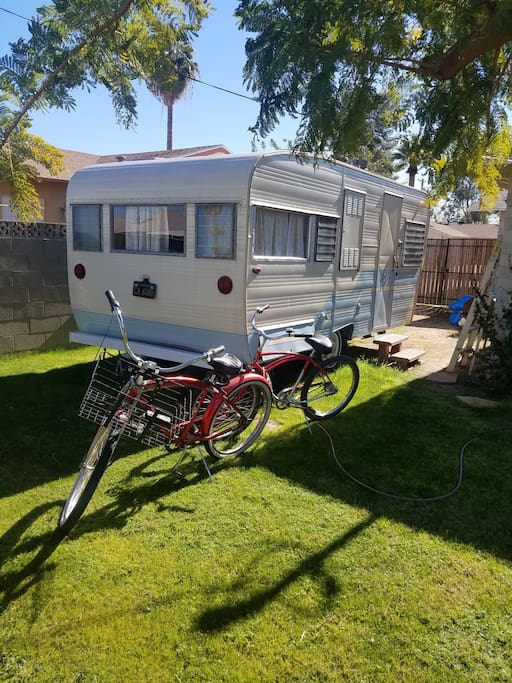 Super Cute Vintage Trailer