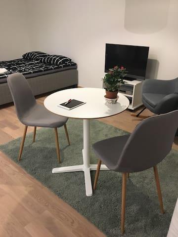 Guest Room Violet