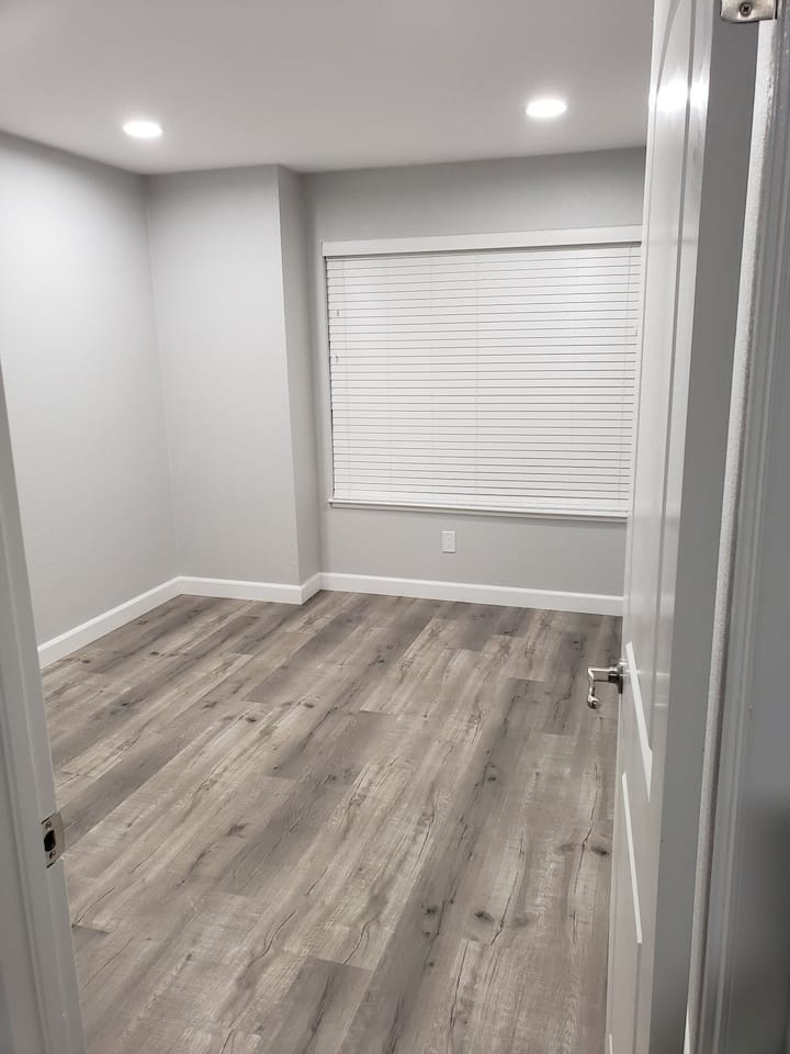 Spacious Room In Fully Remodeled House