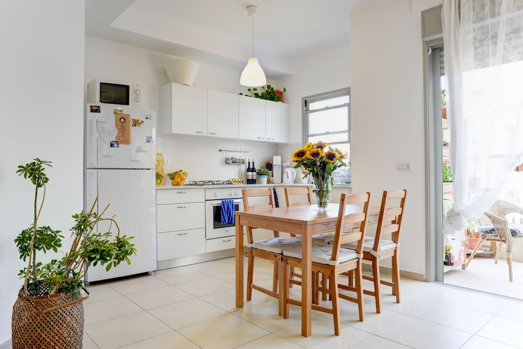 4 people dining table
