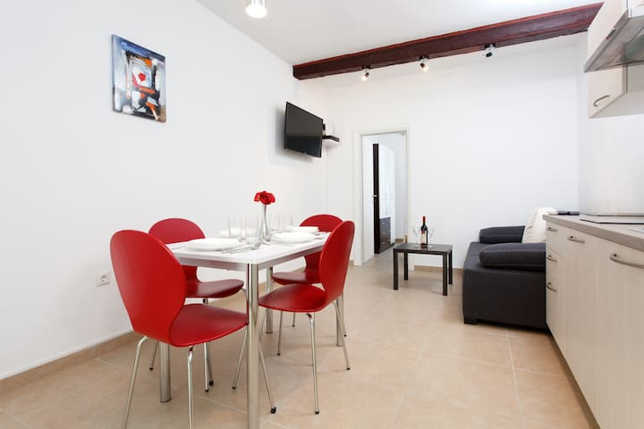 Flat in center of Split, near beach, parking incl.