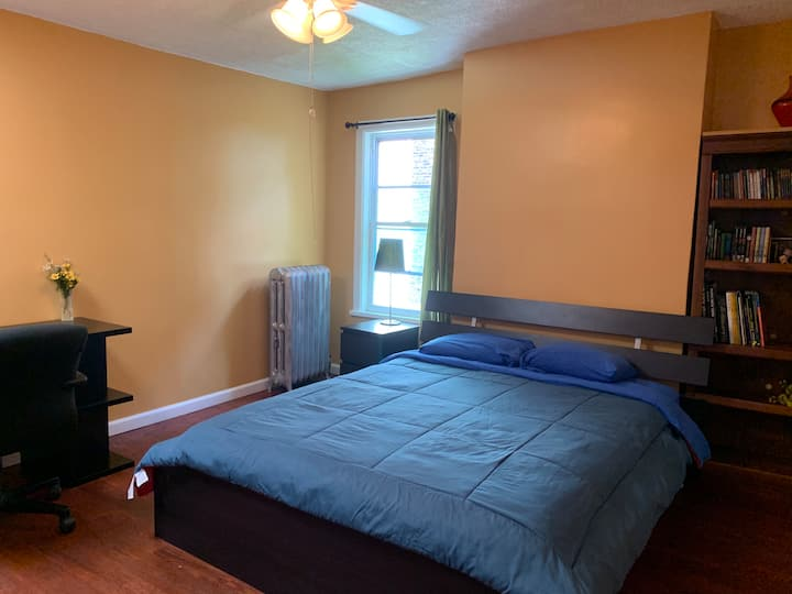 Private Bedroom Near Metro in Brooklyn!