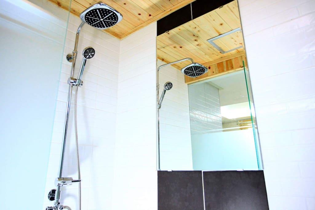 더블룸 샤워실