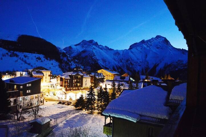Appt 2 pièces, 2 Alpes, coeur station, vue pistes.