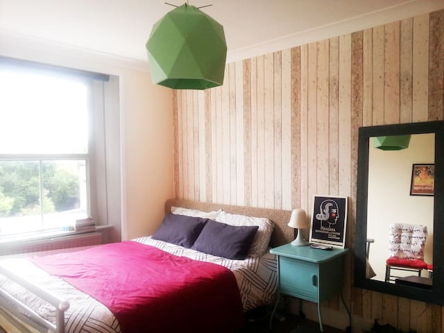 Lovely double room in Camden Town - London - Apartment