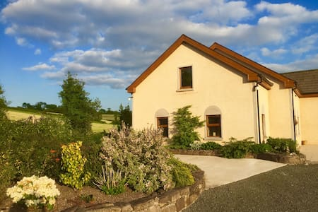 Homely and bright, beautiful views - Ballinamallard