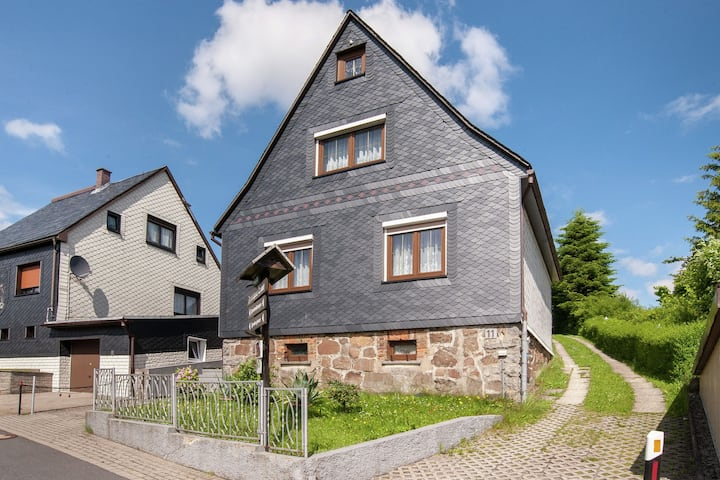 Pretty Holiday Home in Neustadt am Rennsteig near Ski Area