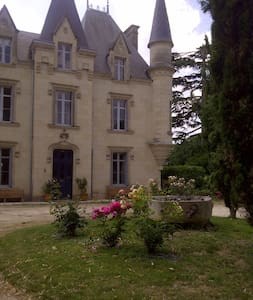 Chateau de Baugé B&B Jade Room - Les Verchers Sur Layon - Bed & Breakfast
