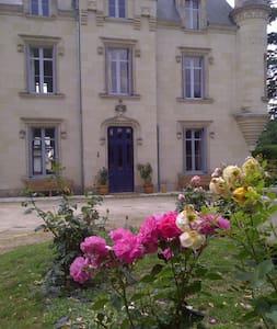 Château de Baugé B&B Pink Room - Bed & Breakfast