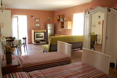 CountryChicApt LAGO MAGGIORE - Mercallo - Rumah