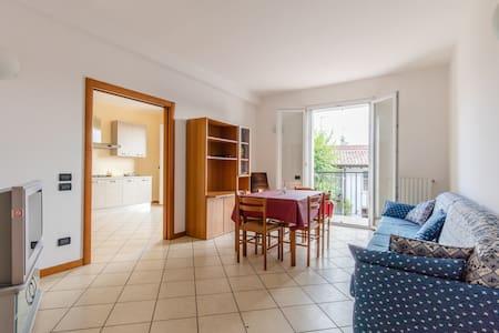 ampio e confortevole appartamento - Apartment
