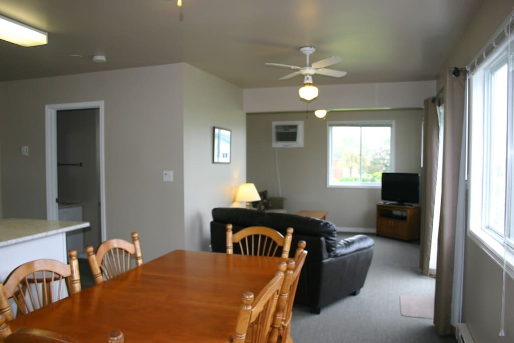 Islandview dining and livingroom
