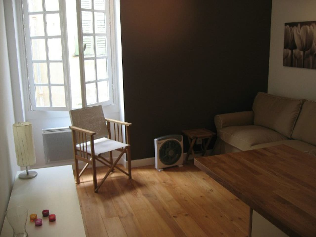 Cosy feel to this studio overlooking the old town of Nice