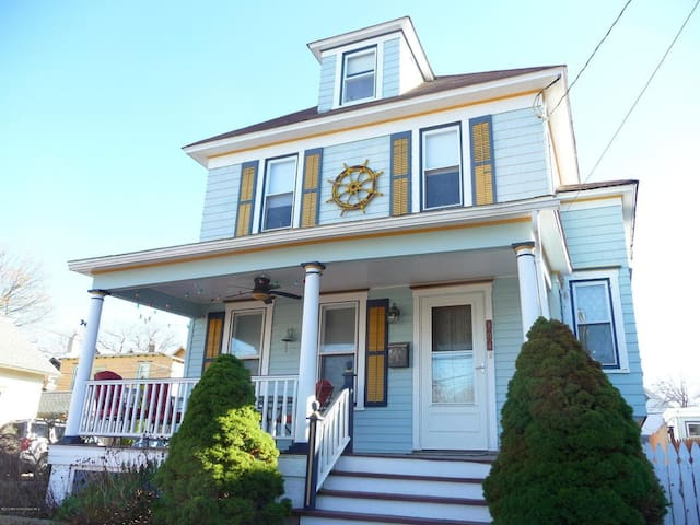 Charming and Spacious Ocean Grove Beach House - Neptune Township - Apartamento